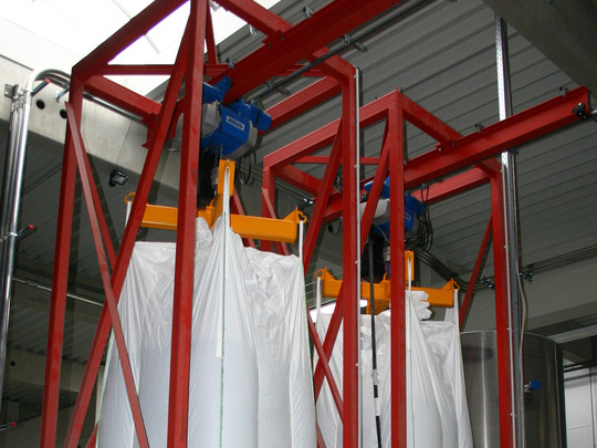 Storage: Big bag discharge stations